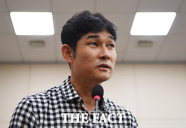 [TF포토] 질의에 답변하는 김규봉 감독